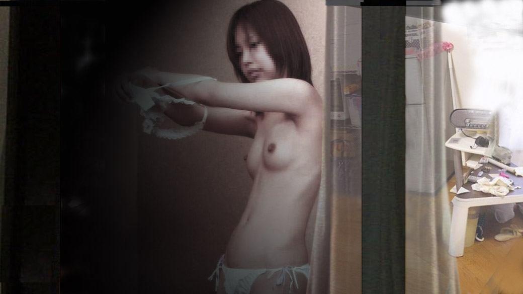 脱衣中で裸になる (7)
