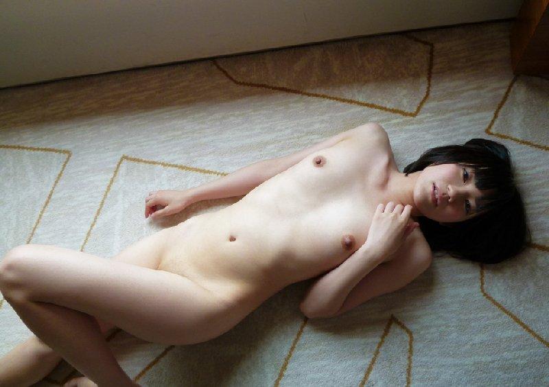 小さくて色白の乳房 (11)