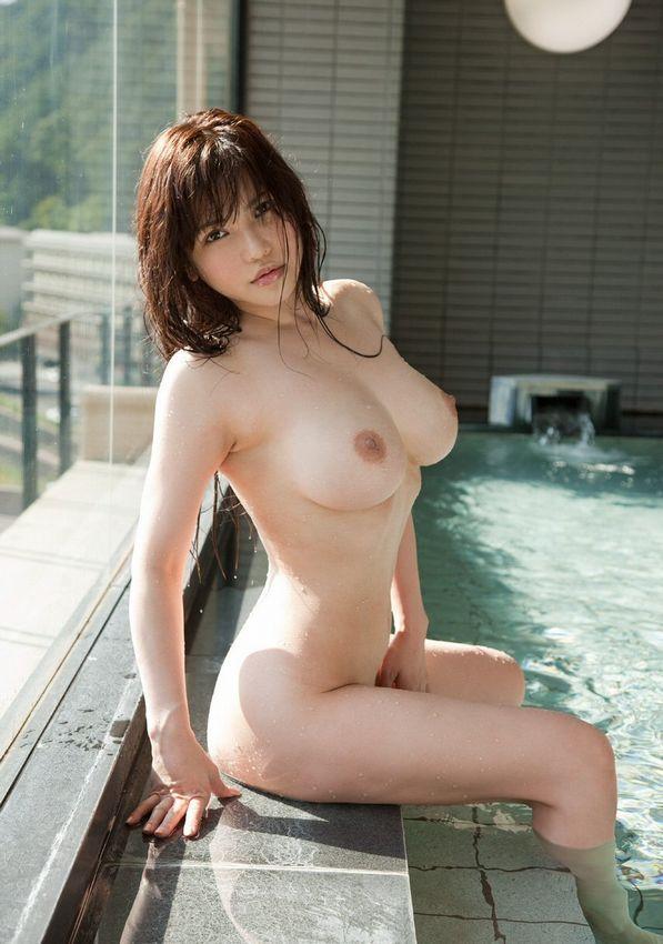 全裸で風呂に入る女 (19)