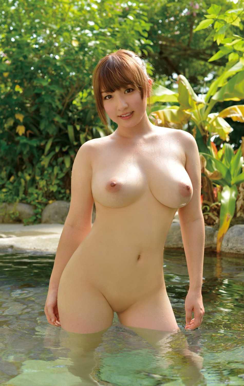 全裸で風呂に入る女 (14)