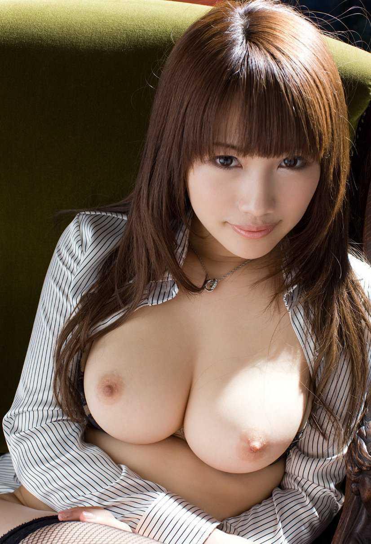 デカくて見事な乳房 (15)
