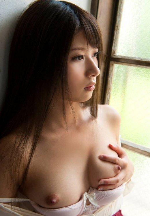デカくて見事な乳房 (4)