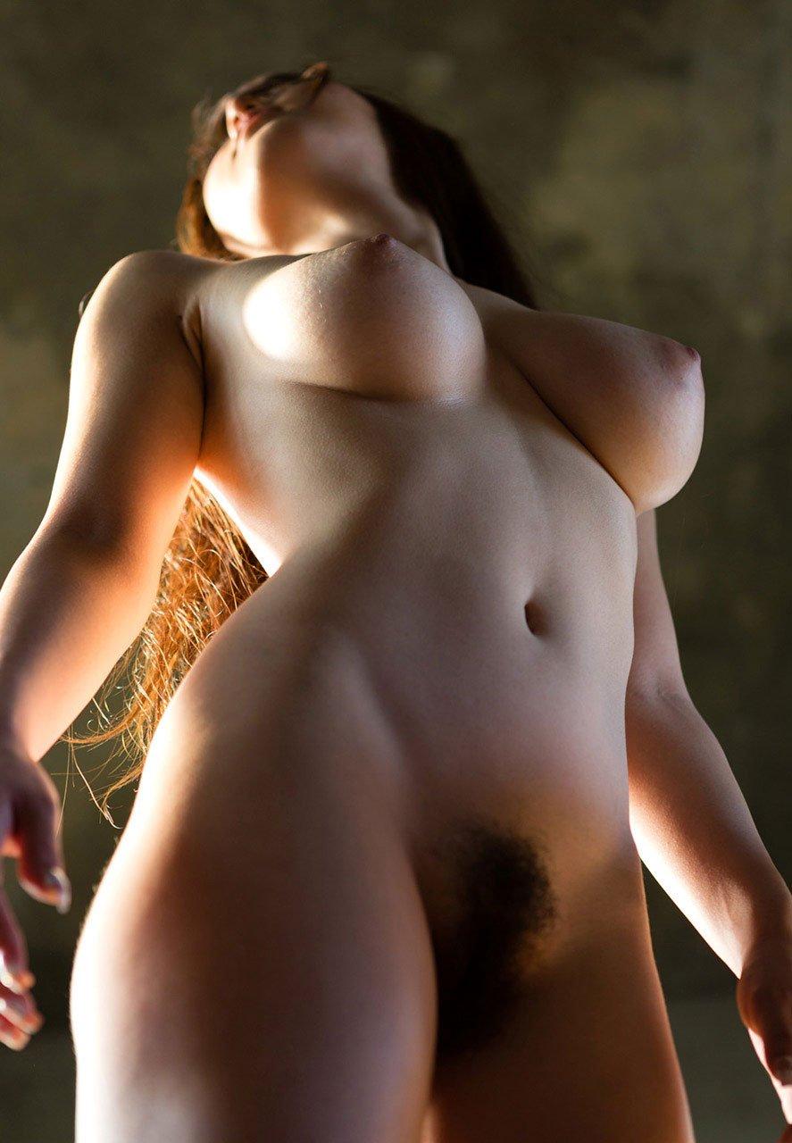 見事な乳房が素敵 (16)