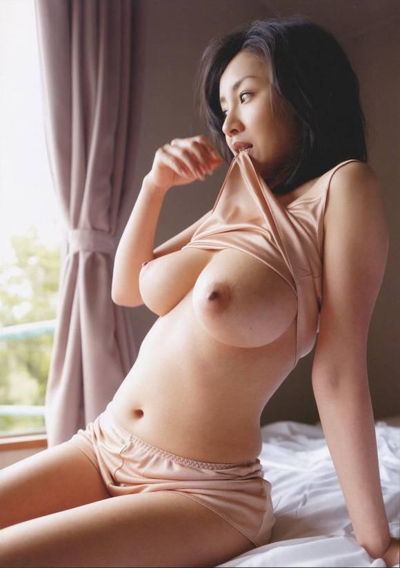 デカい乳房が素敵 (11)