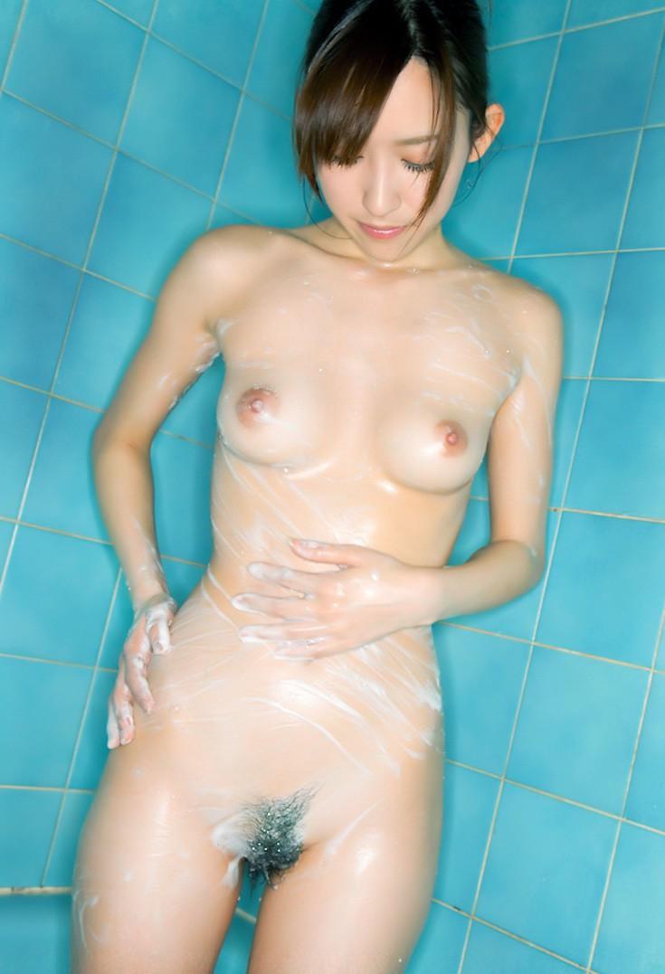 入浴している女 (6)