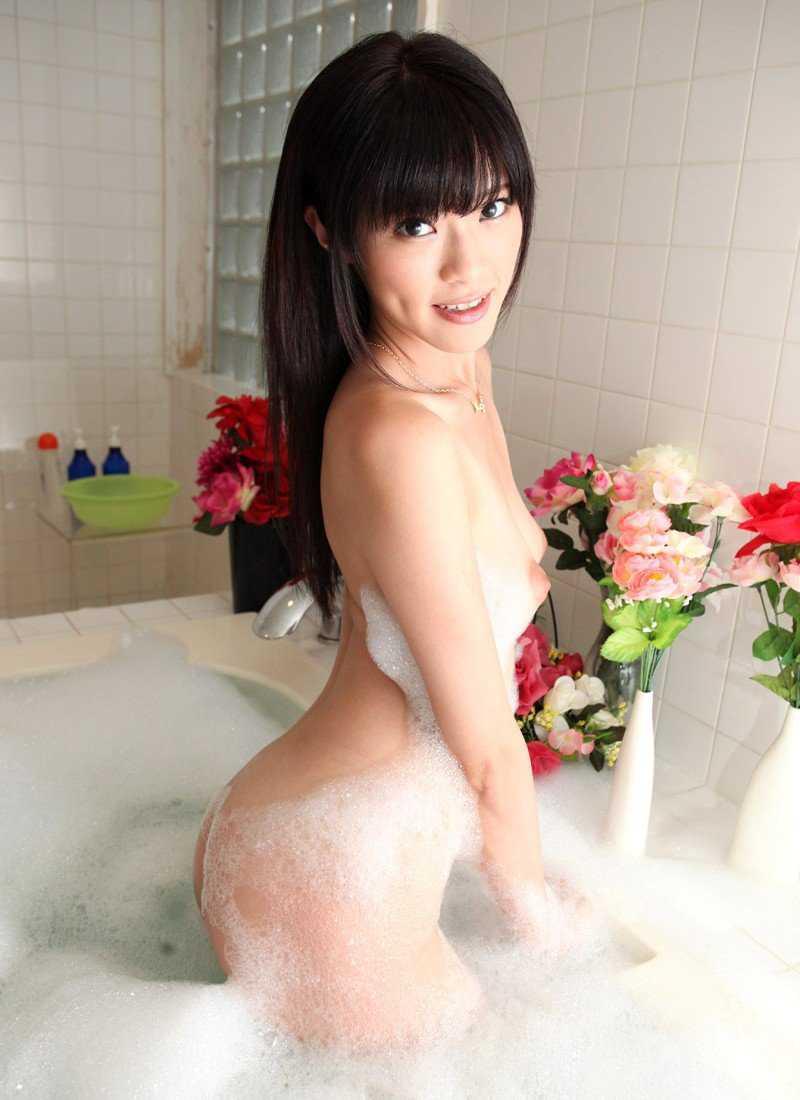 入浴している女 (14)