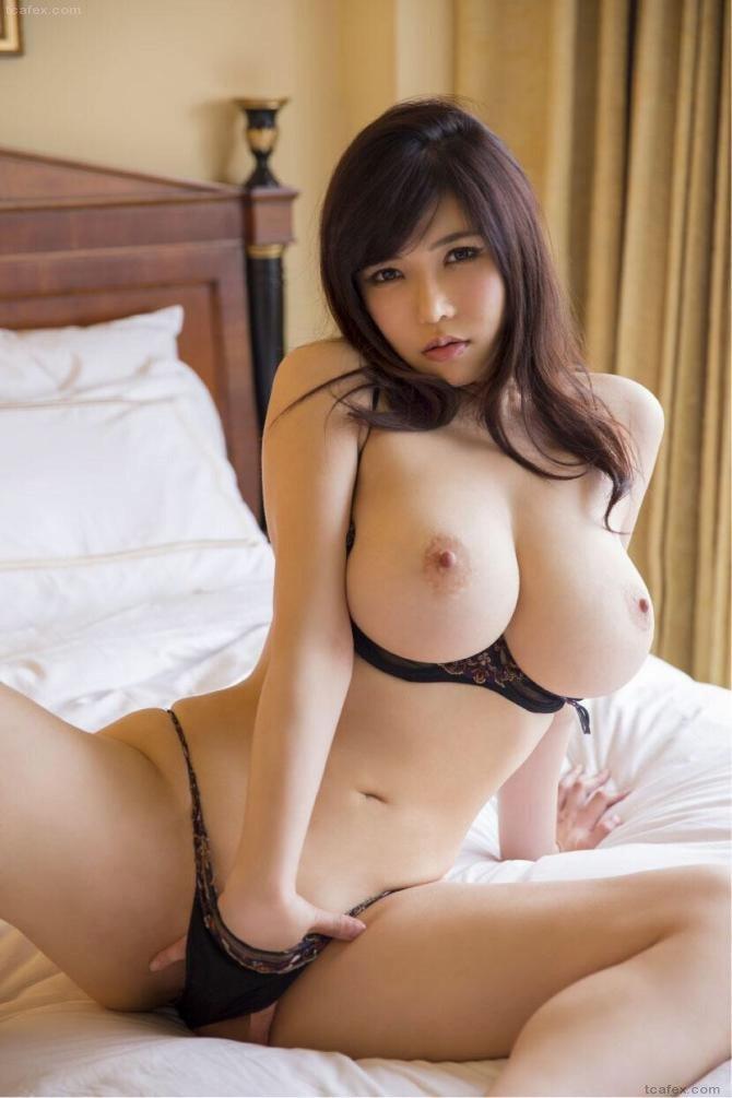 乳房が露出した下着 (7)