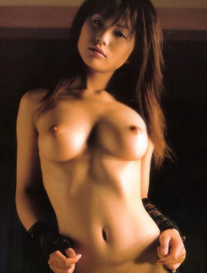 デカくて綺麗な乳房 (8)