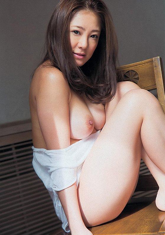 美乳で淫乱な美女、初音みのり (13)