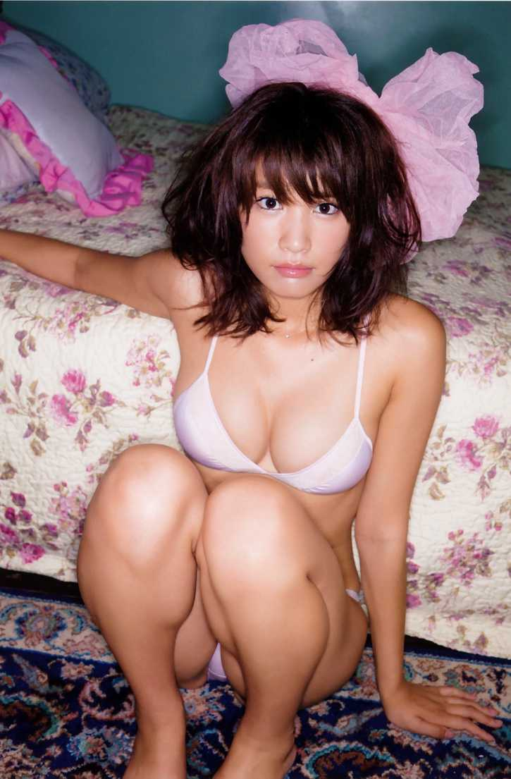 ナイスバディな水着姿の、久松郁実 (9)