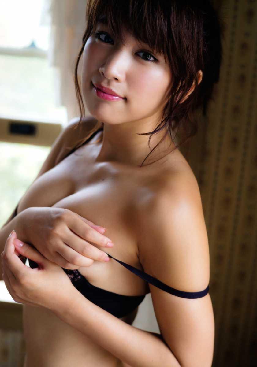 ナイスバディな水着姿の、久松郁実 (19)