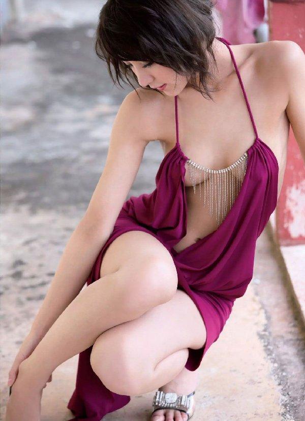 派手から清楚に変貌した、石川恋 (20)