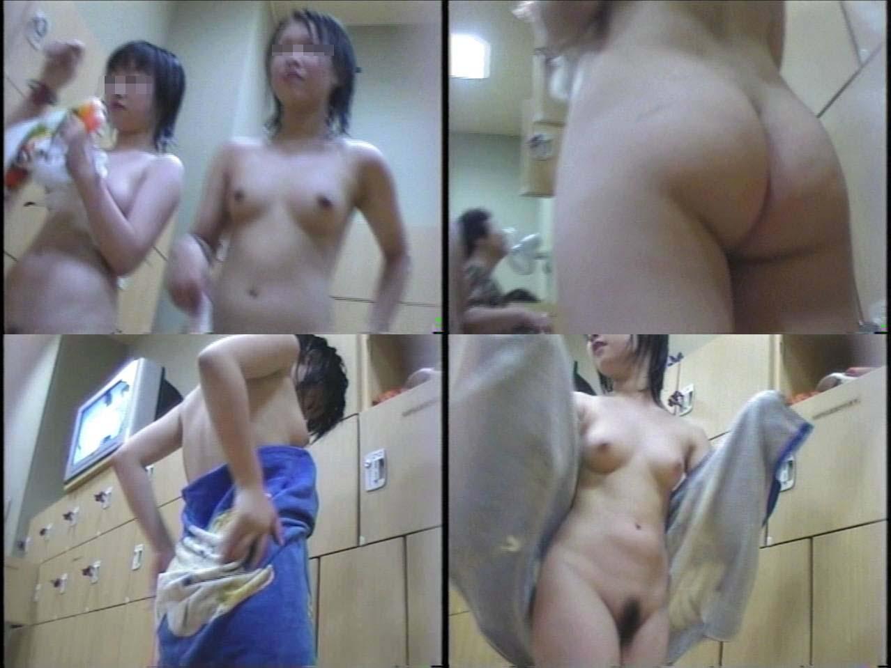 温泉で脱衣中 (11)