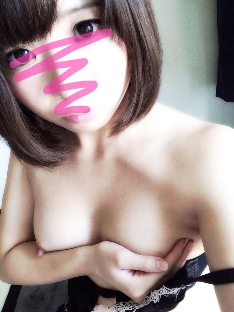 女の子の胸を自分で撮る (20)