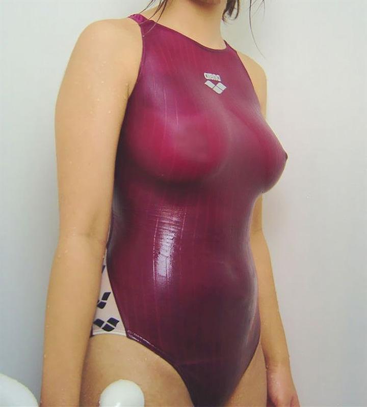 水着から乳首の突起が見えた (5)