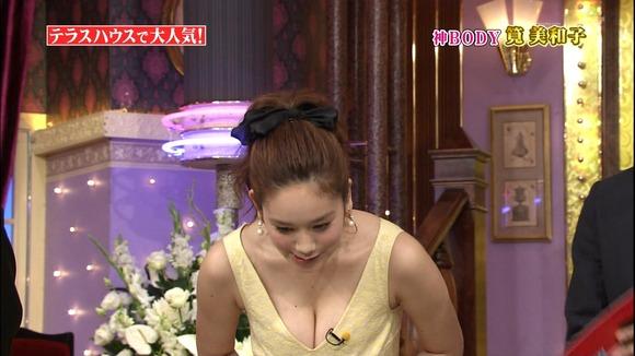 TVで乳房が出た (6)