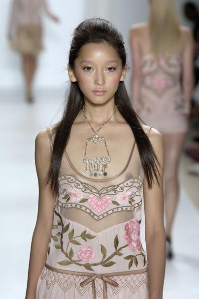 ファッションショーのモデルさんは乳首出して恥ずかしいとは思わないの?
