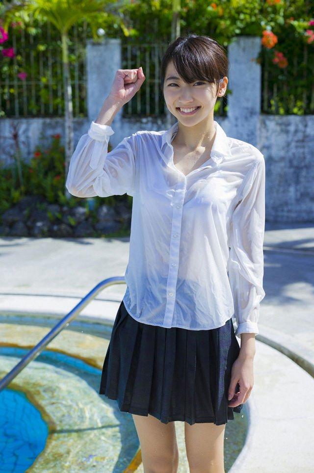 武田玲奈の制服びしょ濡れ画像