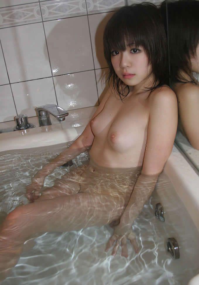 全裸になって入浴する (4)