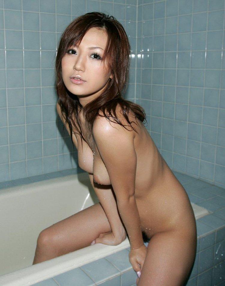 全裸になって入浴する (16)