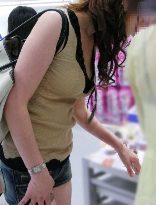 服の中の、でっかい乳房 (19)