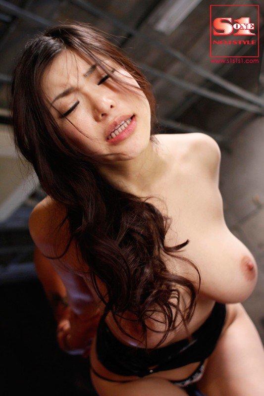 ダイナマイト巨乳の、沖田杏梨 (22)