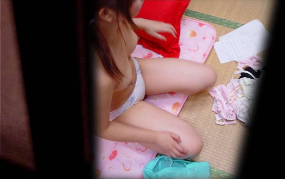 自宅で素っ裸になってる (1)