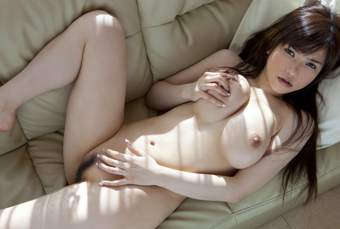 デカい乳房を掴む (13)