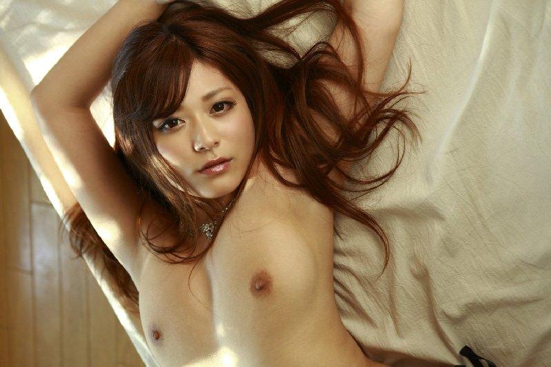 腋の下と乳房 (2)