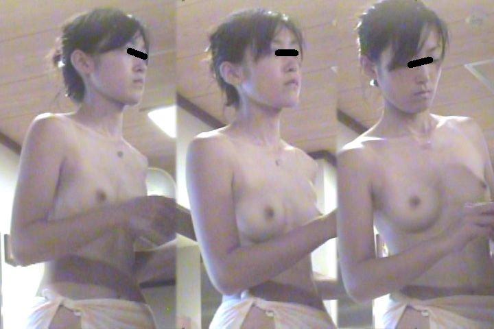 銭湯にいた裸の娘 (3)