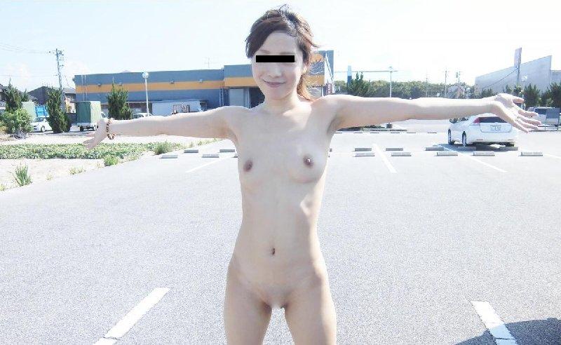 太陽の下で素っ裸になる (4)