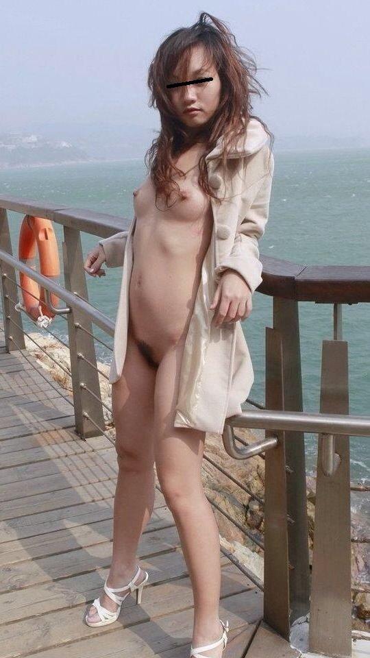 太陽の下で素っ裸になる (18)