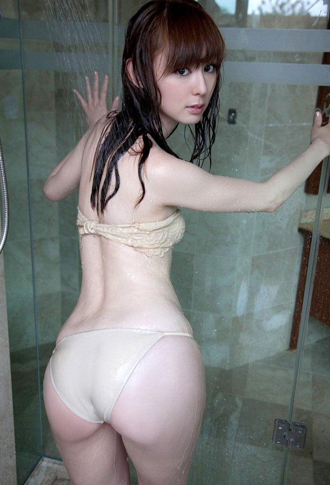 グラビアアイドルの水着から出るヒップ (19)