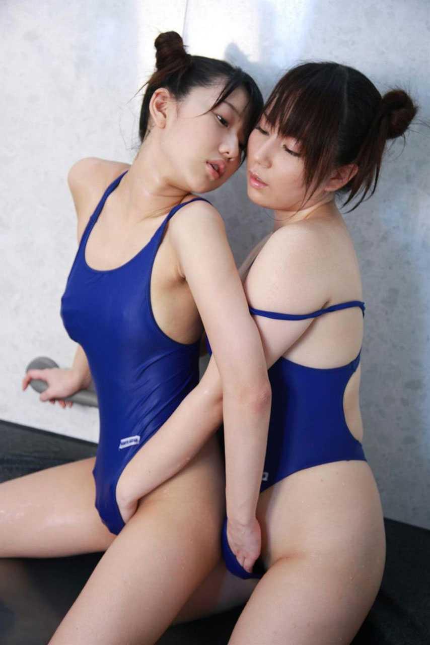 レズビアン同士で愛撫し合う (11)