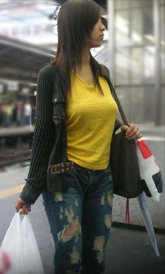 デカパイな街の女 (14)
