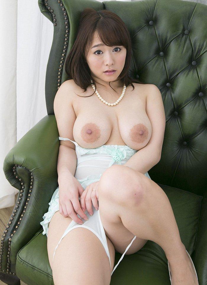 人妻で巨乳のエッチ、白石茉莉奈 (3)