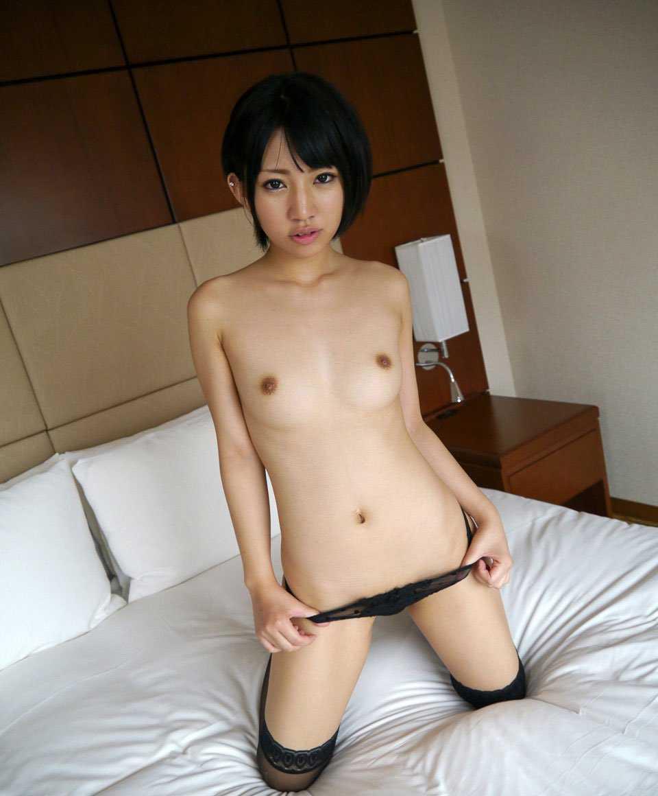 短めの髪な女の子の裸 (12)