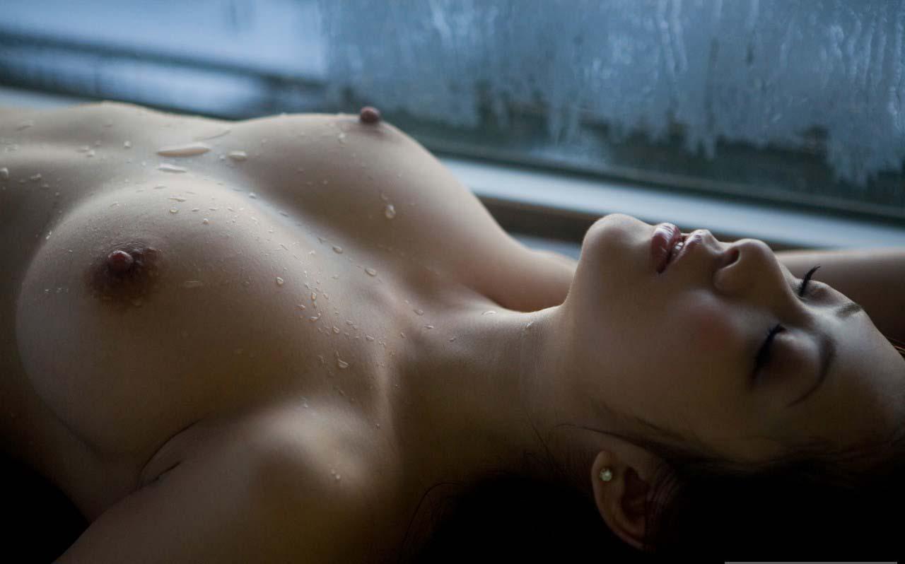 綺麗な乳頭を舐めたい (4)
