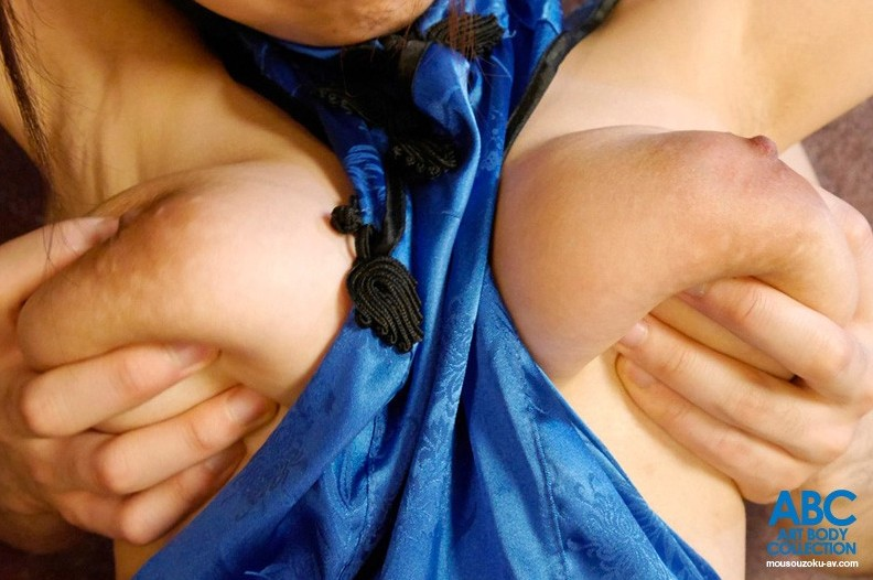 ちっちゃいボディにデカい乳房、濱口えな (4)