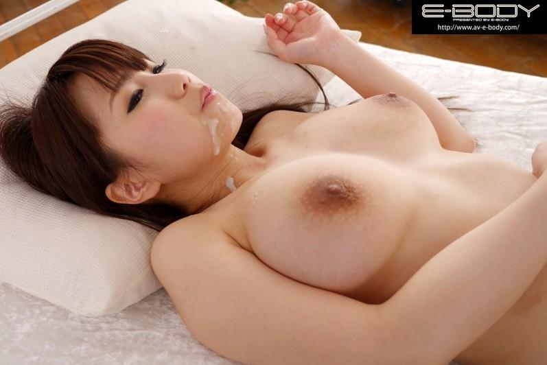 ちっちゃいボディにデカい乳房、濱口えな (20)