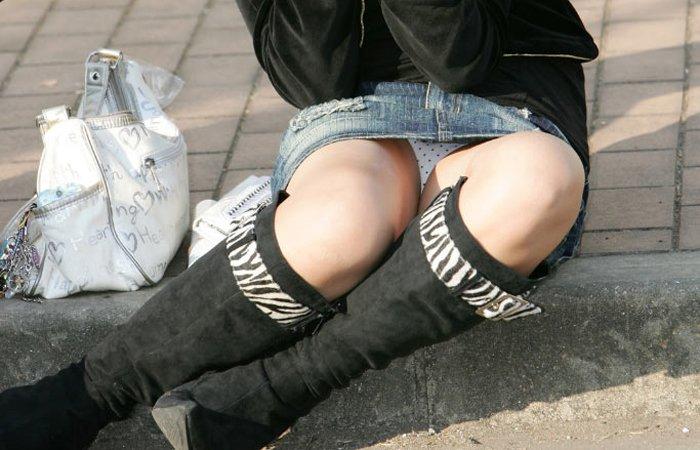 短いスカートだと下着が丸見え (13)