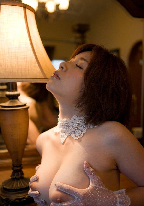 細いウエストに大きな乳房、奥田咲 (8)