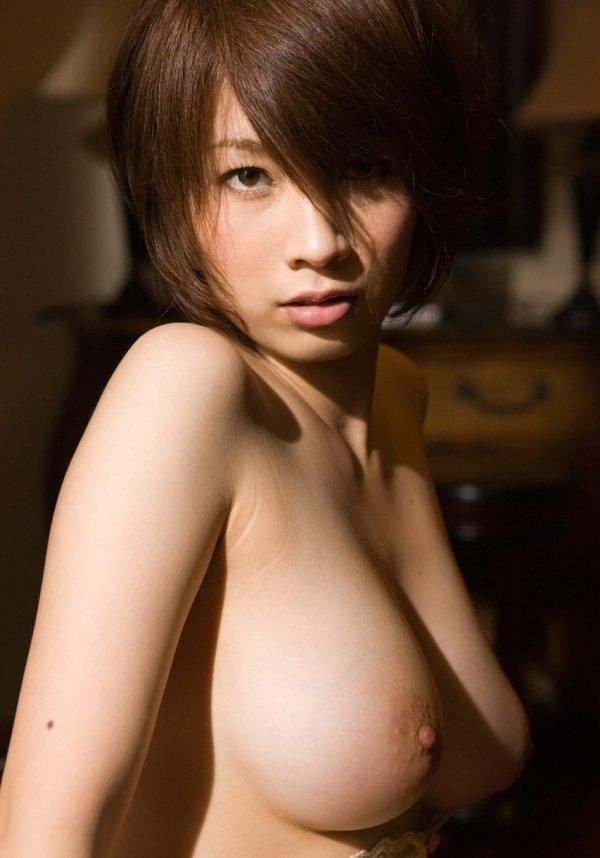 細いウエストに大きな乳房、奥田咲 (10)