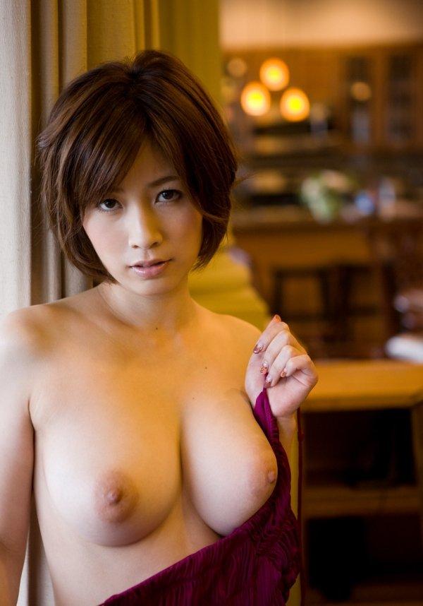 細いウエストに大きな乳房、奥田咲 (2)