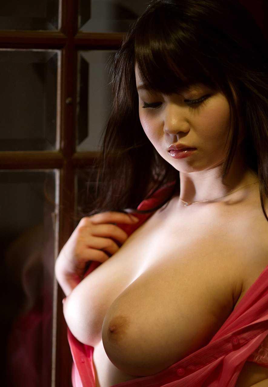 横から乳房と乳首を観察 (11)