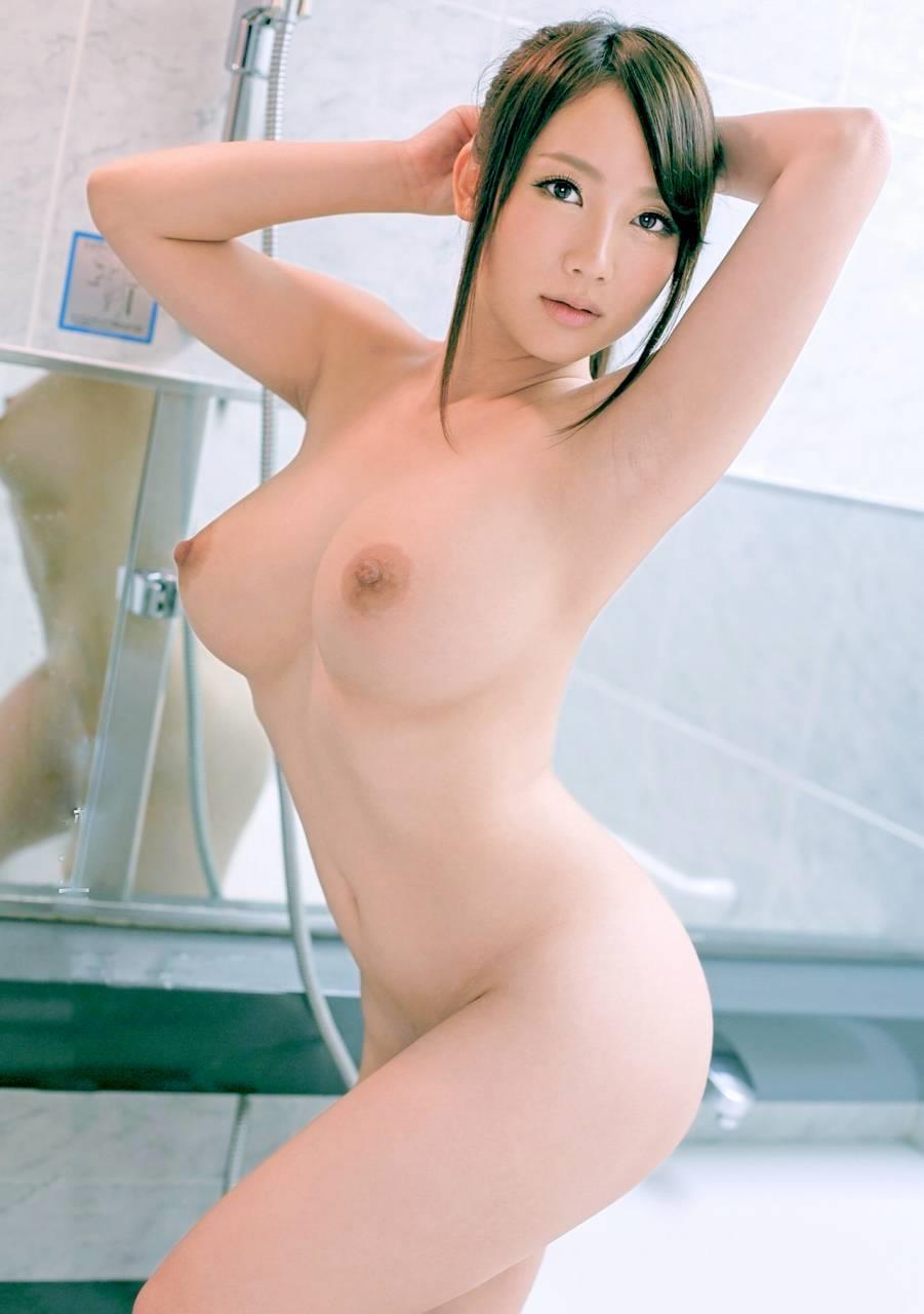 横から乳房と乳首を観察 (18)