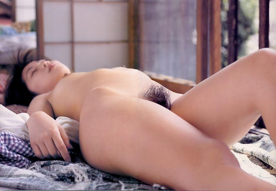 スッポンポンで眠る女 (5)