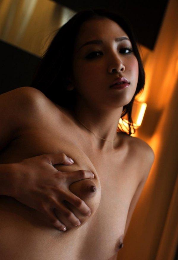 細身で美乳の淫乱お姉さん、友田彩也香 (10)