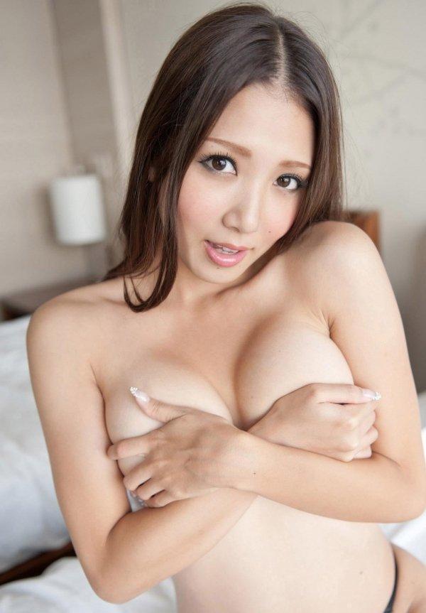 細身で美乳の淫乱お姉さん、友田彩也香 (2)