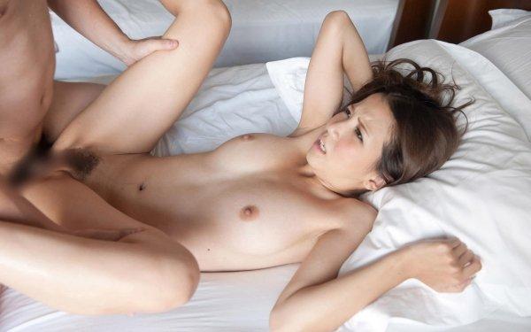 細身で美乳の淫乱お姉さん、友田彩也香 (23)